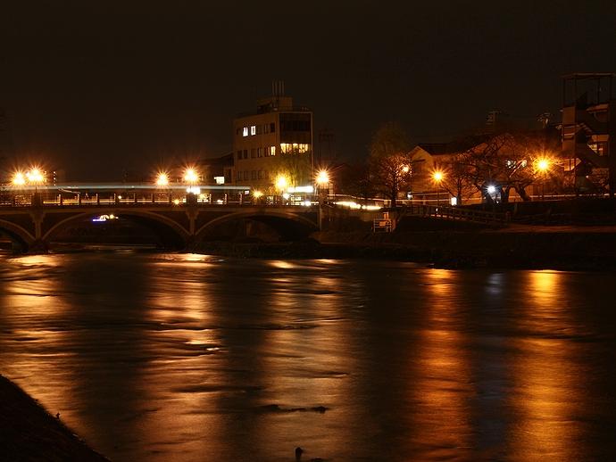 夜の浅野川大橋