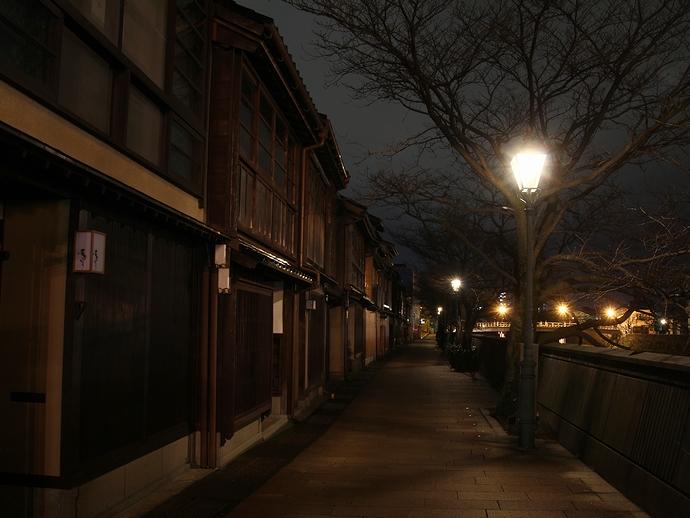 静かな主計町茶屋街 冬の夜景