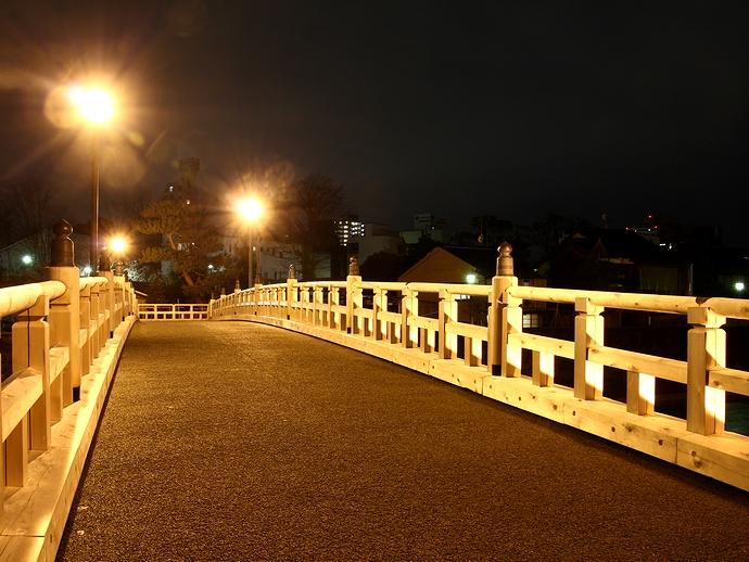 主計町中の橋の夜景