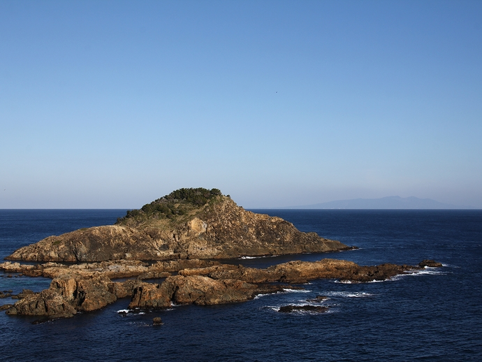 爪木崎より伊豆大島を見る