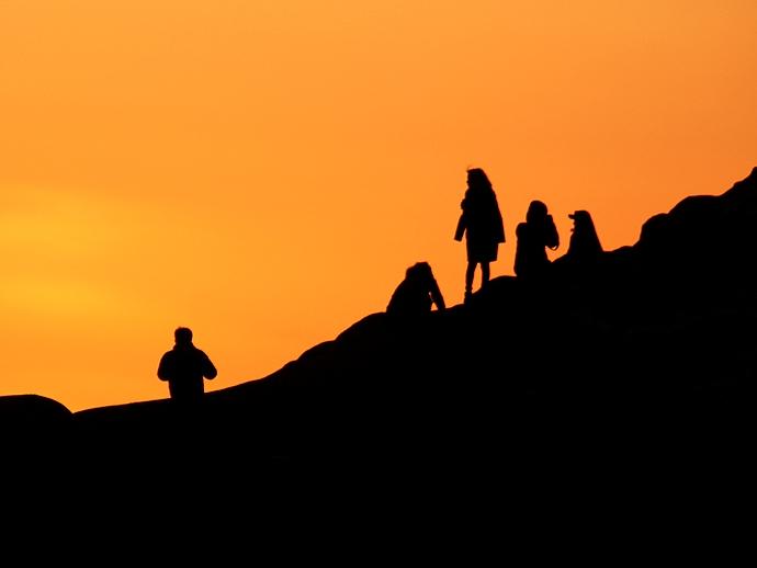 堂ヶ島 夕暮れ空に人のシルエット