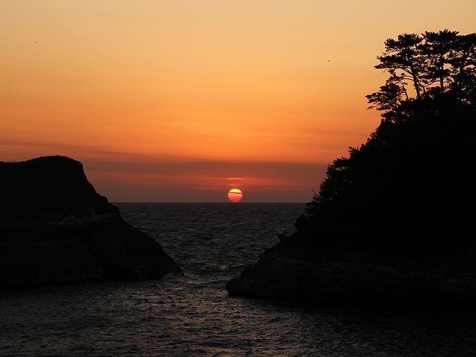冬の堂ヶ島 だるま夕日