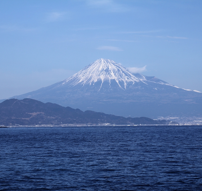 海と青空と冬富士と 三保の松原より