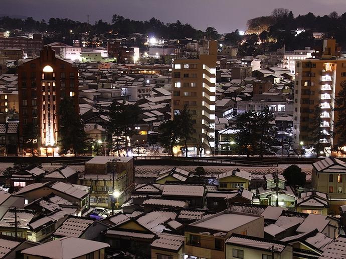 雪の積もった金沢の夜景 卯辰山より