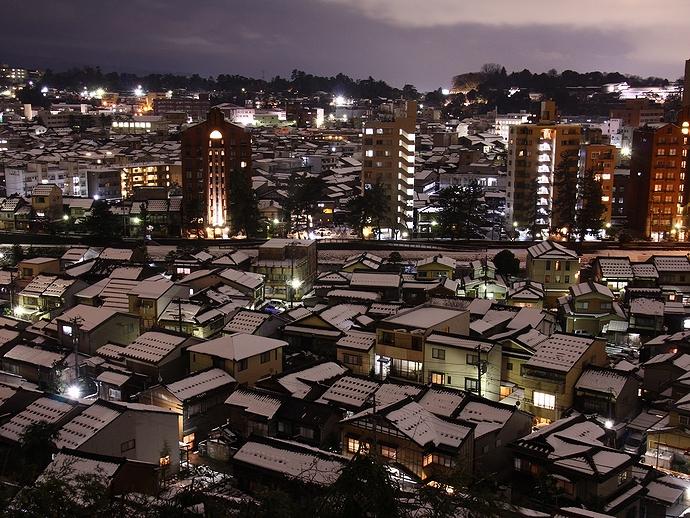 卯辰山から見た夜の黒瓦の町 兼六園方面