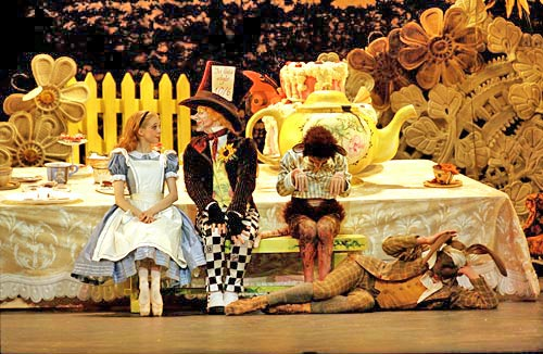 bc_alice_in_wonderland_tea_party_500.jpg