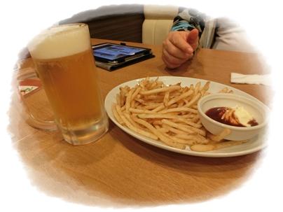 やみつきカリカリポテトとビール
