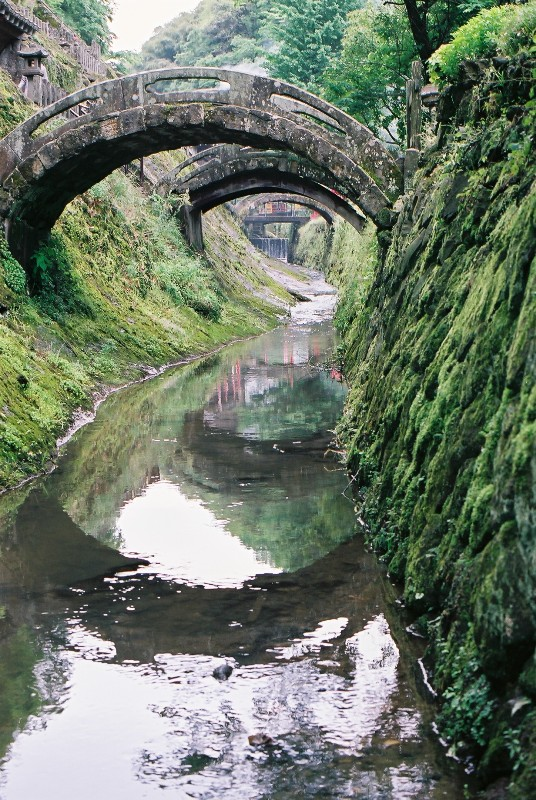 橋・・・ここの橋は大好きであります。。下からの眺めがよいのです。