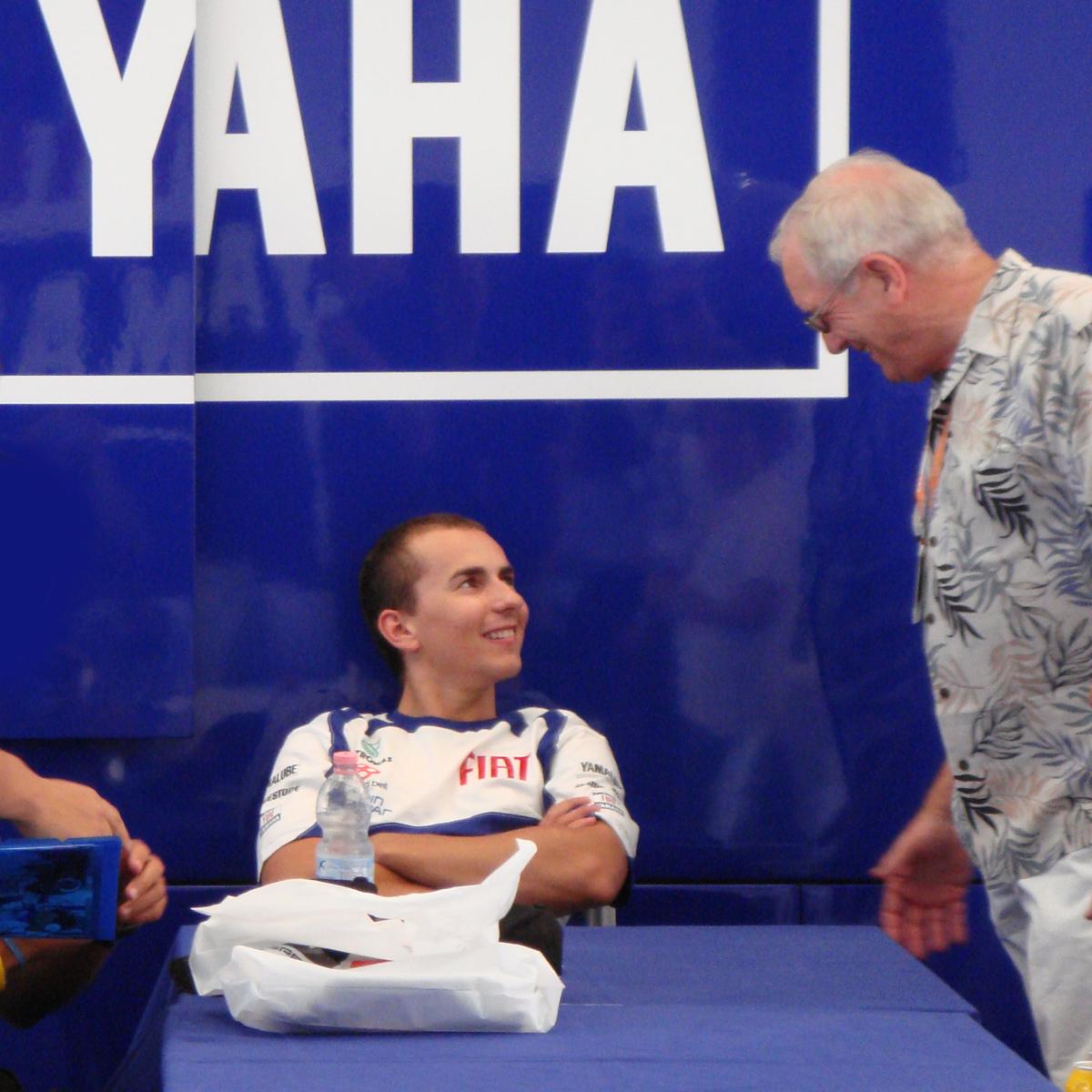 FIAT YAMAHAホスピ内でリラックスしてるホルへ君 あまりに寛いでるのでサインを求めるのも遠慮しました