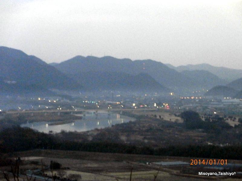 """吉井川西岸から望む""""備前福岡""""方面"""