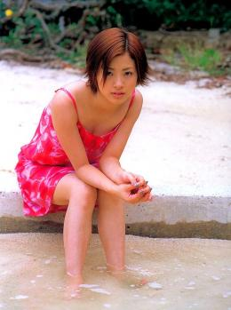 aya_ueto_aka0011.jpg