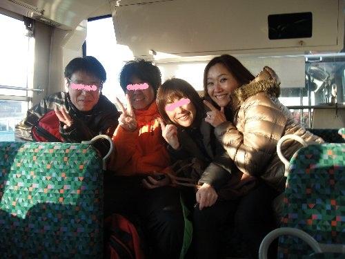 行きのシャトルバス