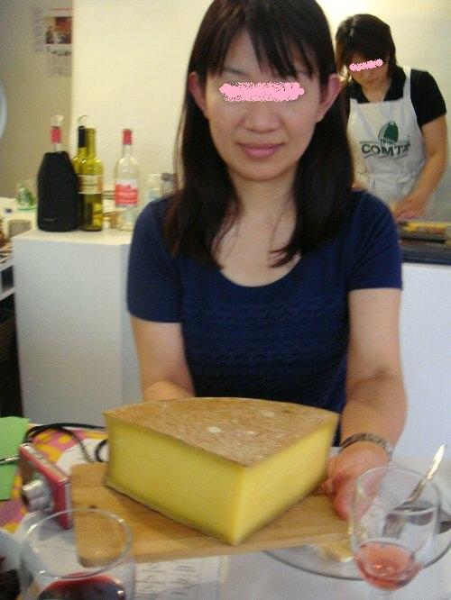 チーズを持つ美和ちゃん