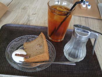 シフォンケーキと紅茶