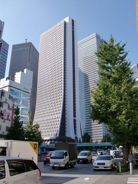 hachi@新宿西口・高層ビル