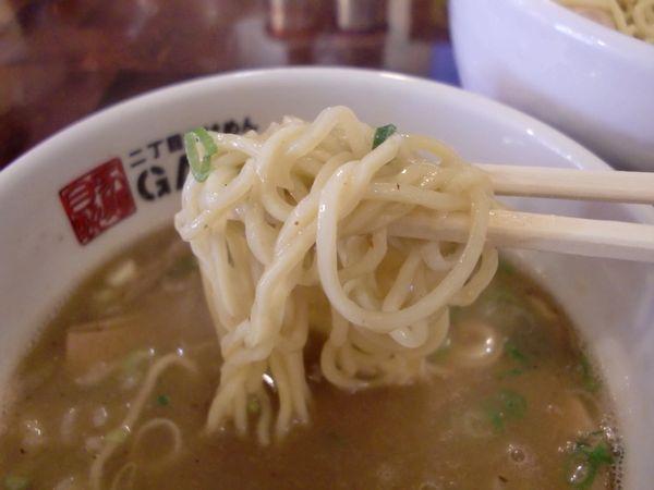 GACHI@新宿・淡麗醤油・麺上げ