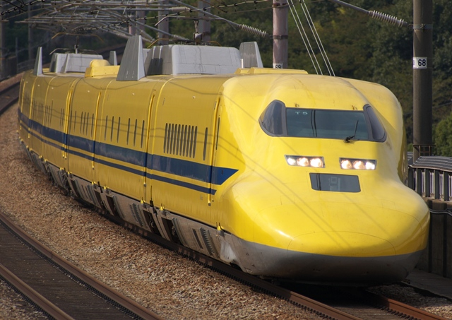 101018-JR-W-Dr-yellow-T5.jpg