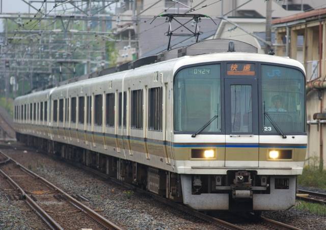 101021-JR-W-221-hanwa-rapid-8cars-1.jpg