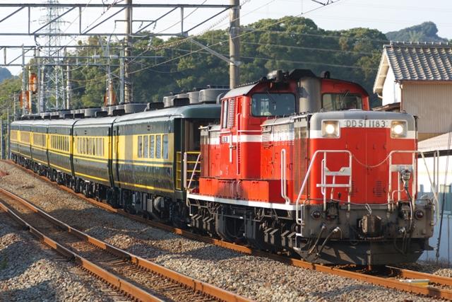 101106-JR-W-saroncar-naniwa-DD51-tanabe-2.jpg