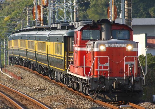 101106-JR-W-saroncarnaniwa-DD51-tanabe-1.jpg