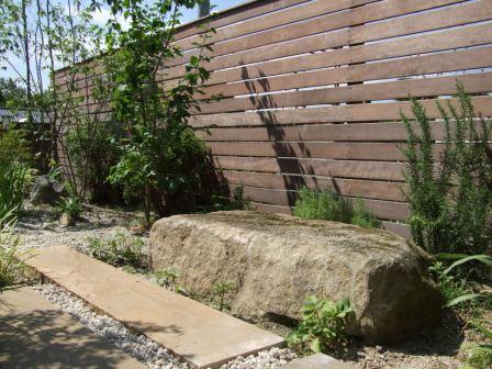 リ・ガーデン工事 ウッドフェンスとストーンベンチ