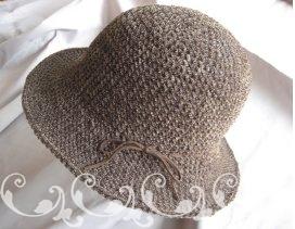 こげ茶のモールヤーンの帽子