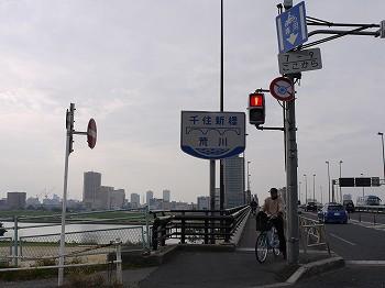 朝日が美しい千住新橋です♪