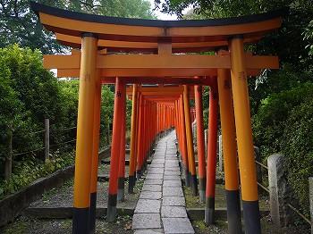 根津神社の鳥居。