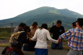 阿蘇の麓にて祈り
