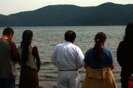 芦ノ湖にて祈り