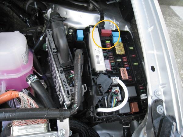 補助バッテリー、ターミナルカバー