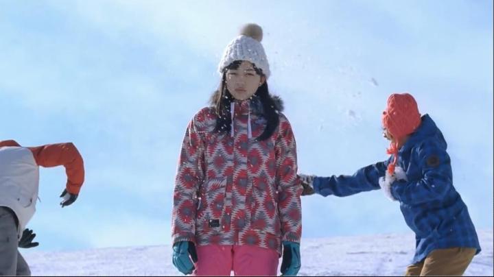 JR SKI SKIのCM、神崎から雅へ…雅に雪合戦の雪が当たる