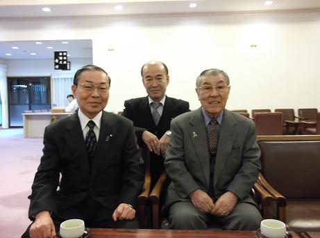 西成モラロジーの若林代表(中央)