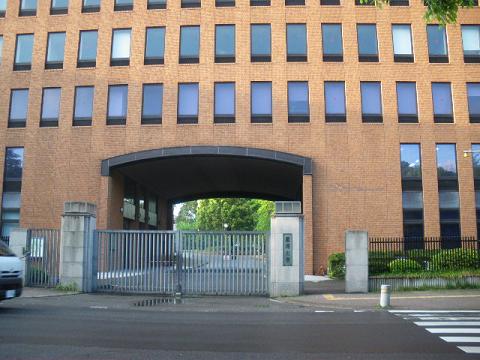 麗澤大学本館
