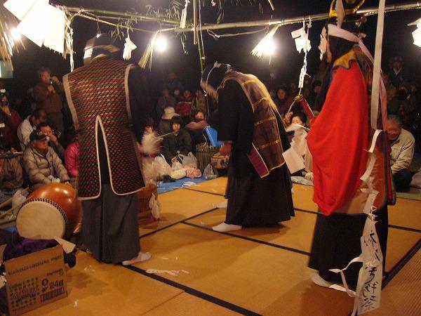松尾明神酒造りの舞2