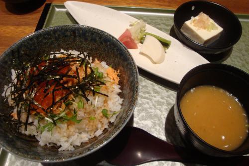 100629-004鮭親子丼(縮小)