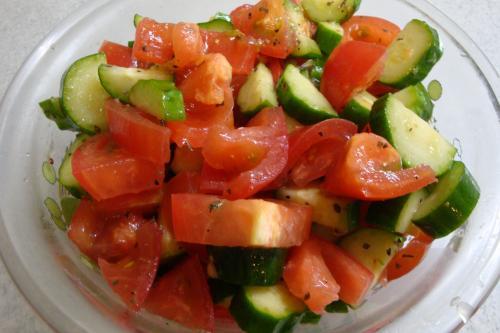100815-030トマトときゅうりのサラダ(縮小)
