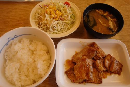100829-103豚バラ生姜焼き定食(縮小)