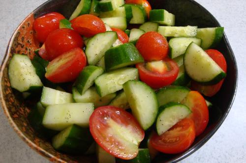 100904-040ミニトマトときゅうりのサラダ(縮小)