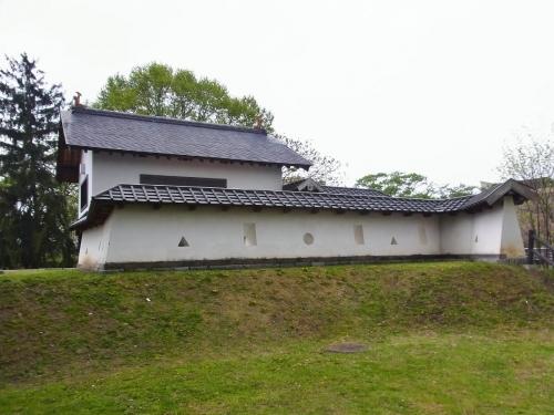 6本丸西御門脇から (1200x900)