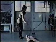 女王様のハードな鞭打ちに泣き叫ぶM男