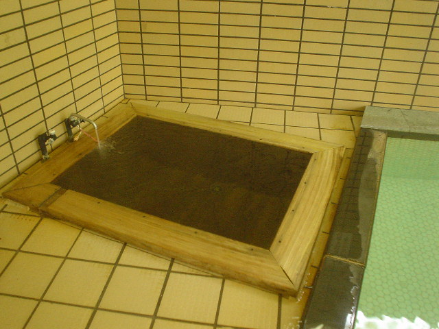 旧館檜浴槽