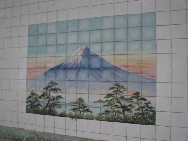 富士の壁画もまたシュール♪