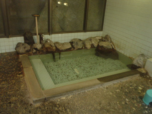 こちらは鉱泉の浴室