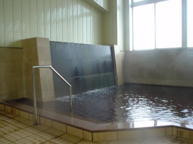 メイン浴槽は滝湯口