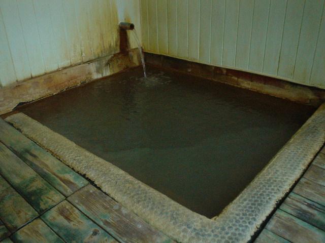 ここも小ぶりな浴槽