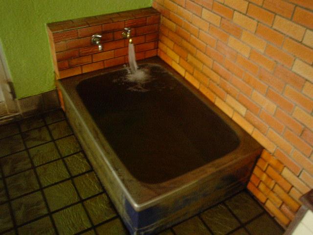 こちらの水風呂も金気(鉄)臭がします