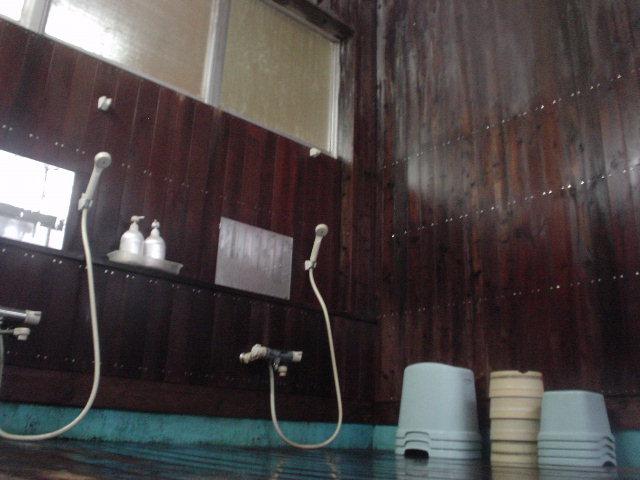 小ぶりな浴室です