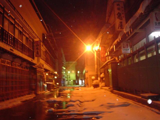 深夜の肘折温泉街へ・・・