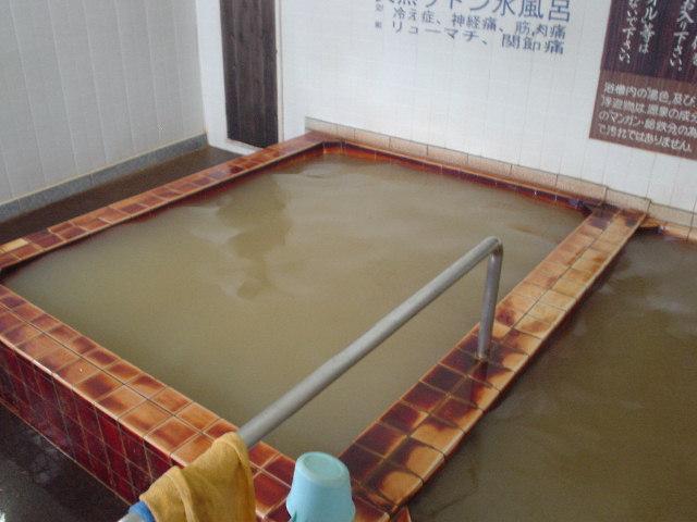 冷たい源泉浴槽♪